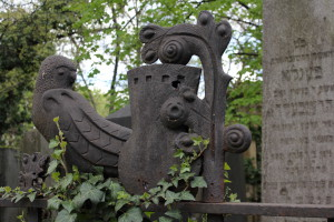 A szecesszió style bird on a fence at the Jewish cemetery, Budapest