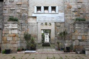 Feel like Indiana Jones in the Jewish cemetery, Budapest