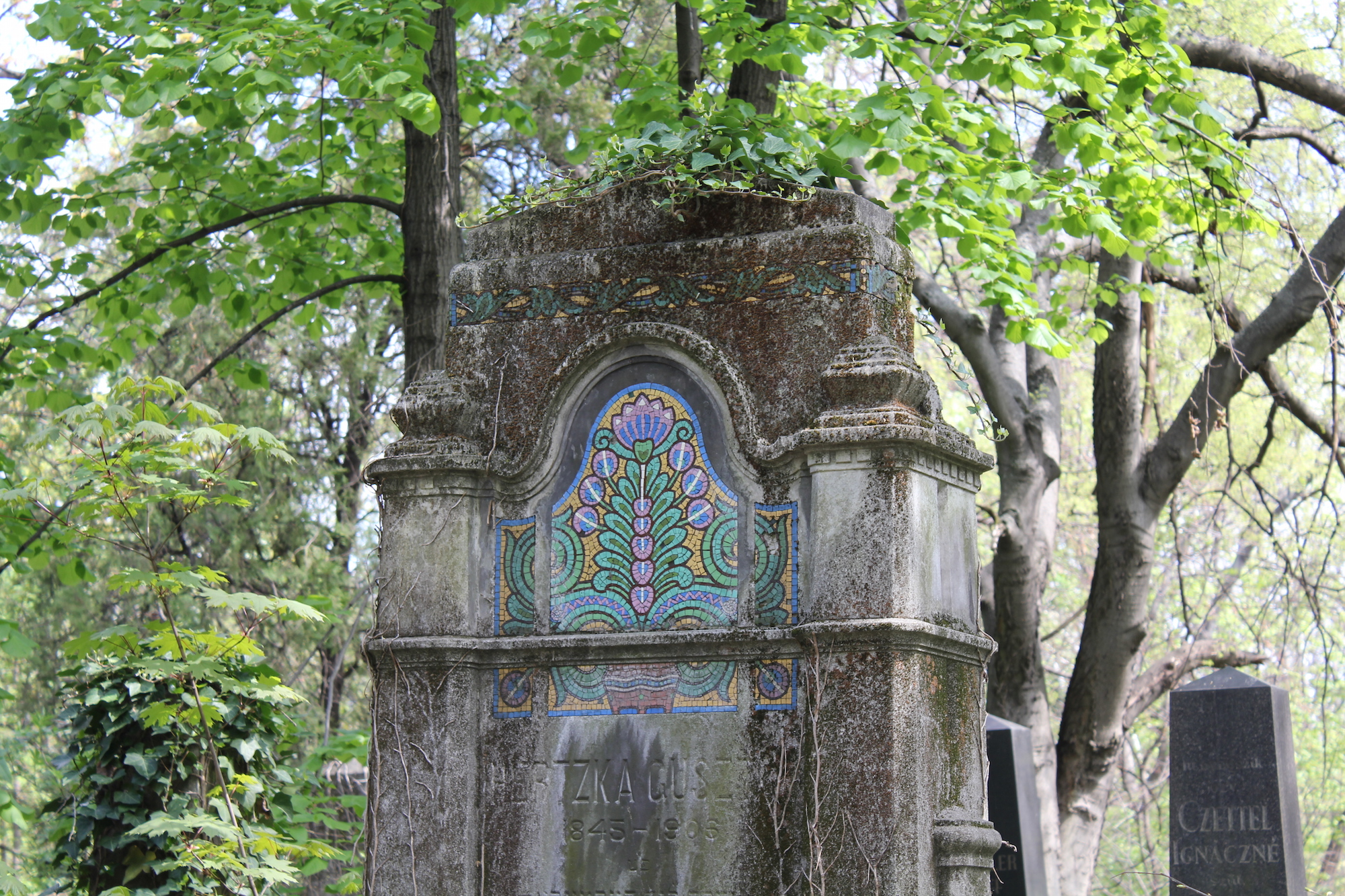 Beautiful mosaics on an Art Nouveau tombstone - Salgótarjáni street Jewish cemetery