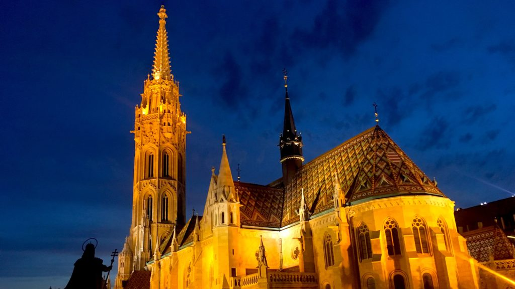 Budapest Mathias church at night