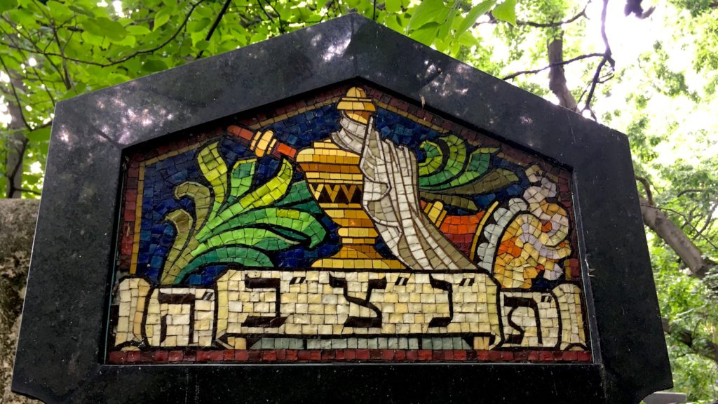 A mosaic at the Salgótarjáni street Jewish cemetery - visited on a private tour with Budapest 101