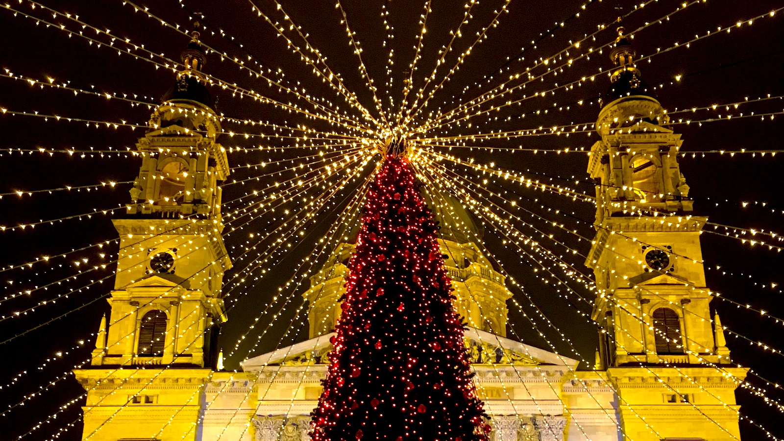 Budapest Christmas Market 2018.Restaurants That Are Open During Christmas In Budapest