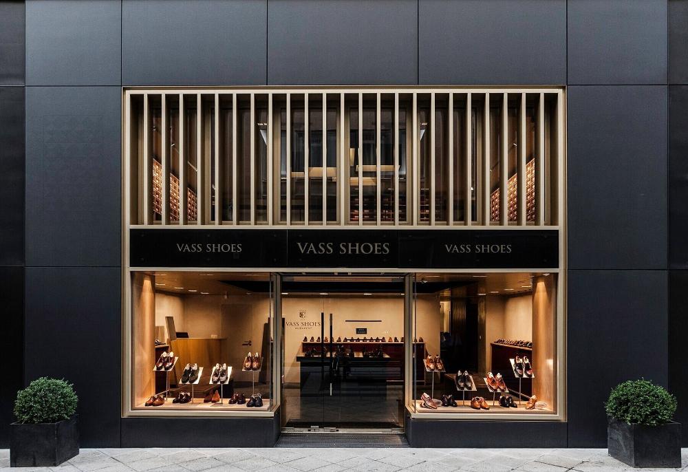 Vass shoes shop window